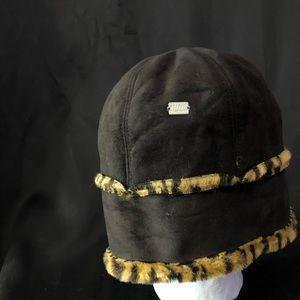 Womens Hat Brown Real Looking cheatah print Fur